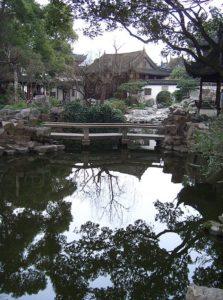 Yuyuan_Gardens_-_water_reflection