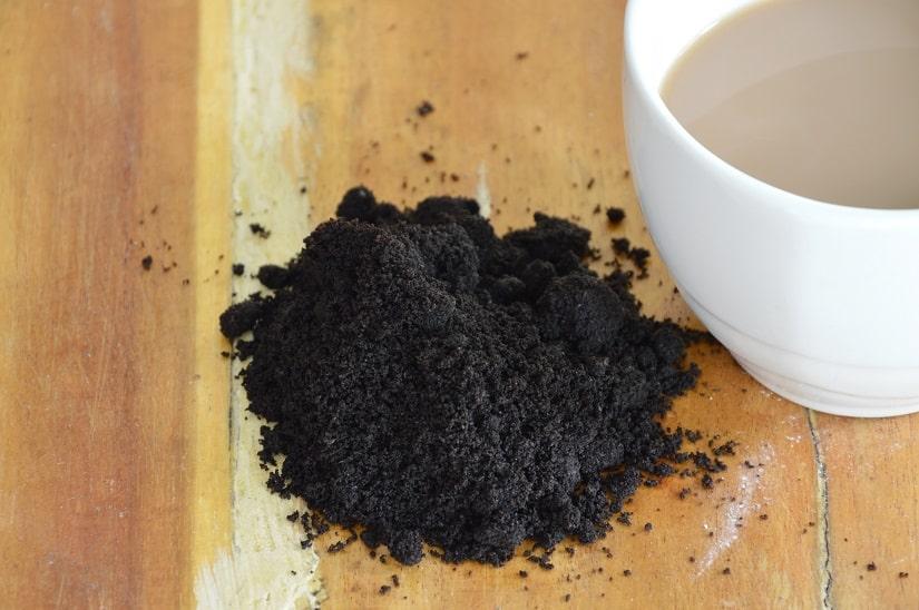 Johannisbeeren düngen mit Kaffeesatz