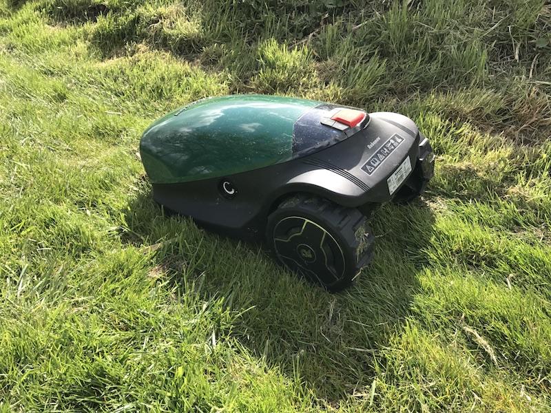 Automatischer Rasenmäher im Test