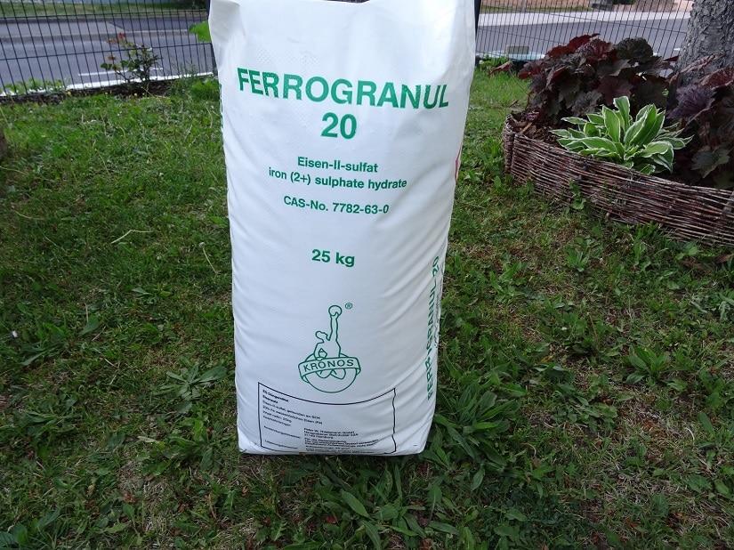 Eisendünger für Moosflächen im Rasen