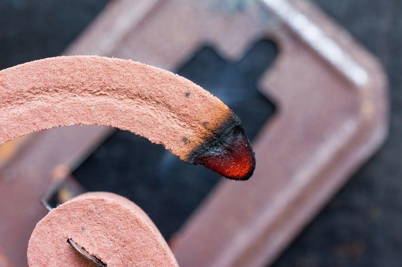 Die Brenndauer der Mückespirale beträgt zwischen 6 und 8 Stunden