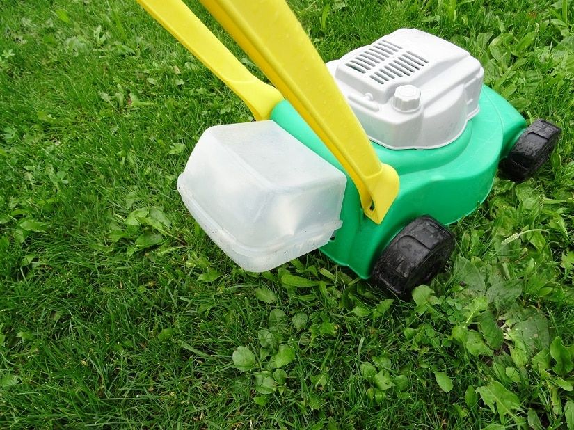 Gras-Auffangkörbe mit Styroporkugeln vermitteln das Gefühl, echtes Gras zu mähen