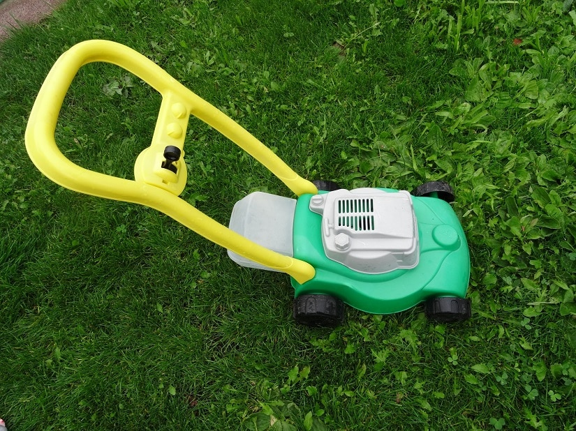 Kinder-Rasenmäher aus Kunststoff