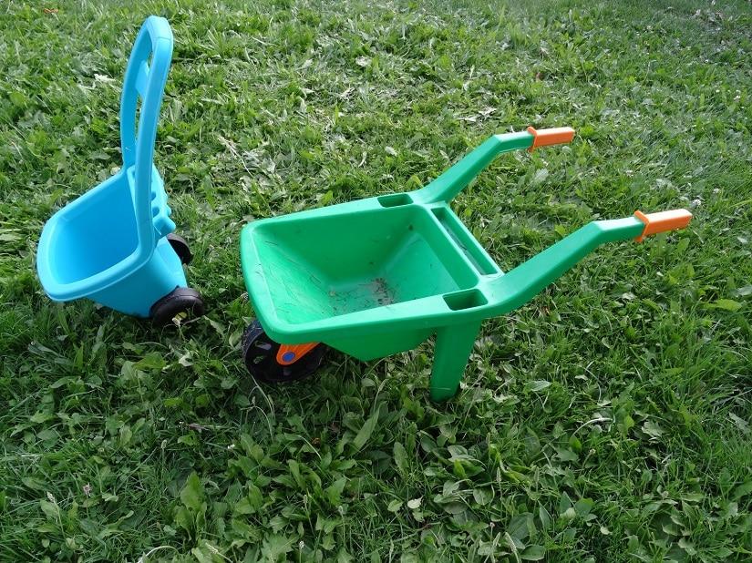 Kinder-Schubkarren sind klein, leicht und bunt