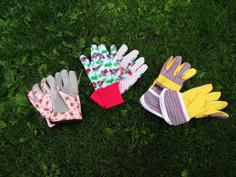 Unterschiedliche Kinder-Handschuhe mit unterschiedlichen Merkmalen