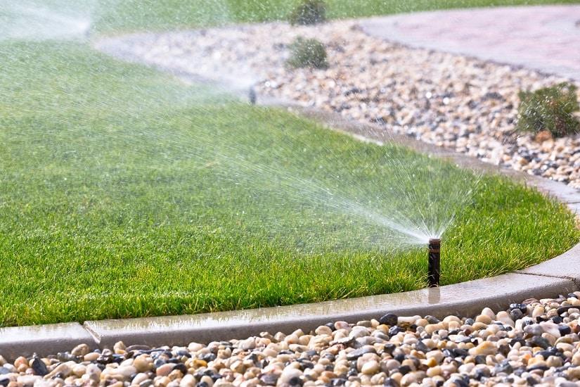 Du kannst die Gardena Wassersteckdose in eine automatische Gartenbewässerung integrieren.
