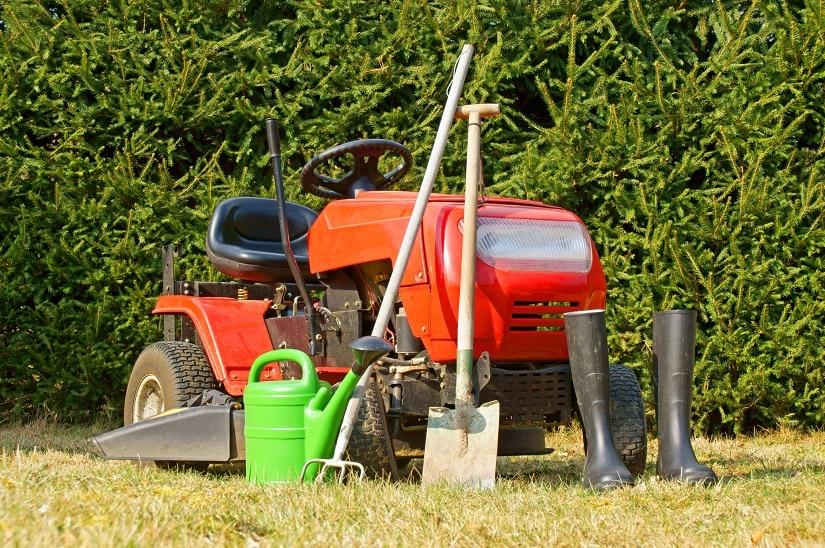 Durch das umfangreiche Zubehör ist ein Rasenmähertraktor sehr vielseitig einsetzbar.