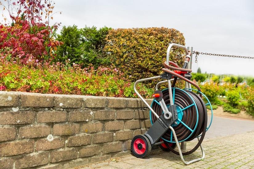 Bevor du dich für einen Gartenschlauch Aufroller entscheidest, solltest du dir über einige Aspekte klar werden.